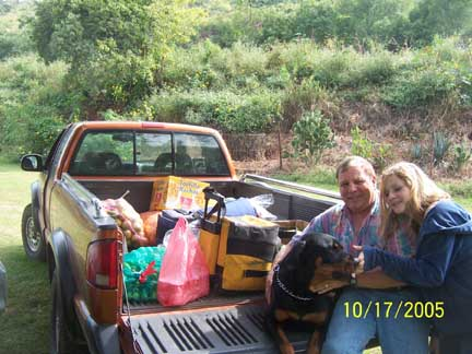 Ber, daughter Jana and the Cubster loading up food to take to the Huichols.